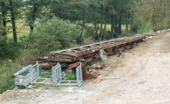 """Původní most na Frankovu stezku - podaří se ho někde znovu sestavit, když ho stavitelé toho nového """"rozebrali"""" takovým poněkud neurvalým způsobem???"""